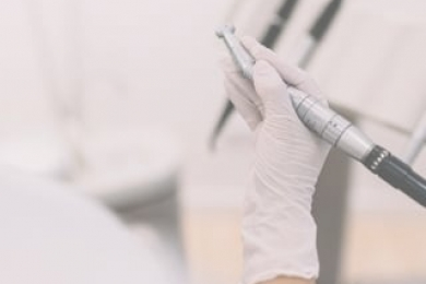 ¿Cómo controla la placa dental en una casa?